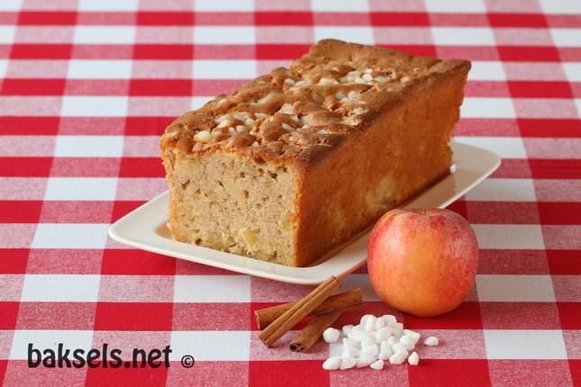 Appel-kaneelcake met parelsuiker