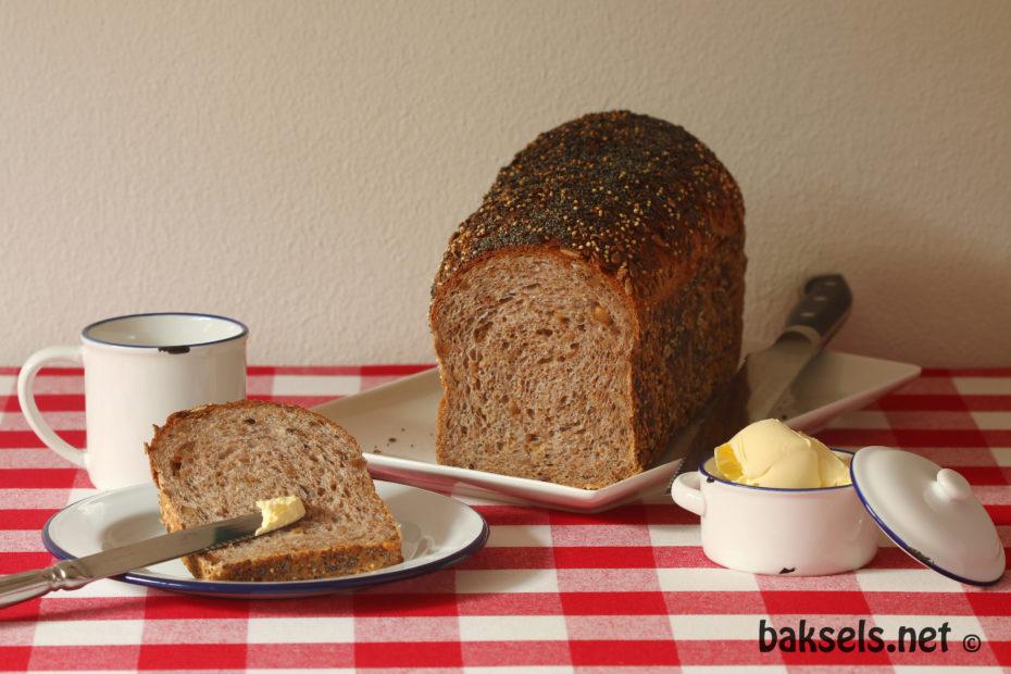 Volkorenbrood met pitten, zaden en noten