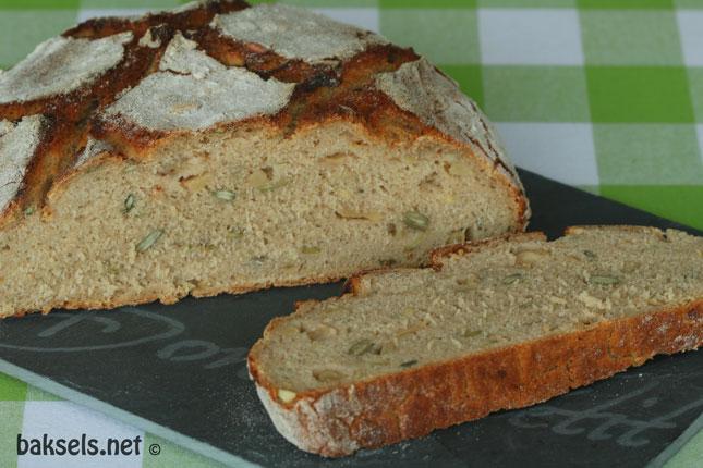 roggevloerbrood met appel en zonnebloempitten en pompoenpitten